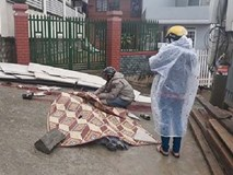 Tấm thạch cao đổ sập làm chết 2 người, 1 người bị thương nặng