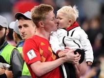 Sao tuyển Bỉ bình yên hôn con trai, dù thất bại trước cửa chung kết World Cup
