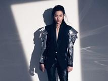 Gil Lê khiến fan 'đứng ngồi không yên' bởi vẻ ngoài khác lạ với tóc dài