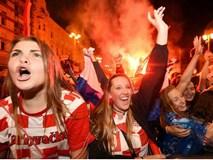 Hàng vạn cổ động viên Croatia phát điên sau khi đội nhà đánh bại tuyển Anh
