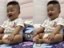 Nụ cười ma thuật của cậu bé xua tan mọi nỗi buồn
