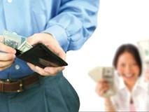Chồng định lập quỹ đen, vợ tung 1 chiêu khiến chồng răm rắp dốc sạch lương đem nộp