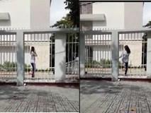 ''Trố mắt'' với màn lách người qua cửa siêu cao thủ của cô gái