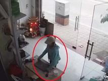 Người phụ nữ thản niên vào nhà cuỗm laptop giữa ban ngày