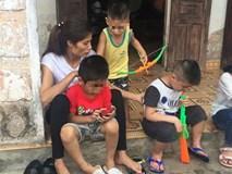 Con trẻ liên tục rơi nước mắt, đòi xuống Hà Nội cùng mẹ vụ bệnh viện trao nhầm con