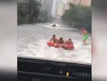 Lướt sóng trên đường phố như dưới sông