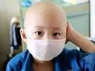 Mua tủ quần áo màu sắc tặng con, bố mẹ chết sững khi con 2 tuổi mắc ung thư