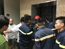 7 em nhỏ mắc kẹt trong thang máy thư viện