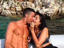 """Ronaldo gây sốc, để lại số """"tiền tip"""" cực lớn cho nhân viên khách sạn"""