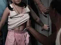 """""""Bố làm con đau"""": Lời nói ngây thơ của cô bé 2 tuổi vô tình tố giác mẹ để hai người đàn ông xâm hại chính con gái mình"""