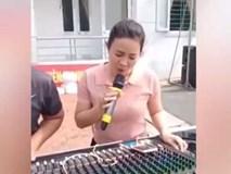 Cô gái thử mic khiến Anh Thơ cũng phải ngạc nhiên