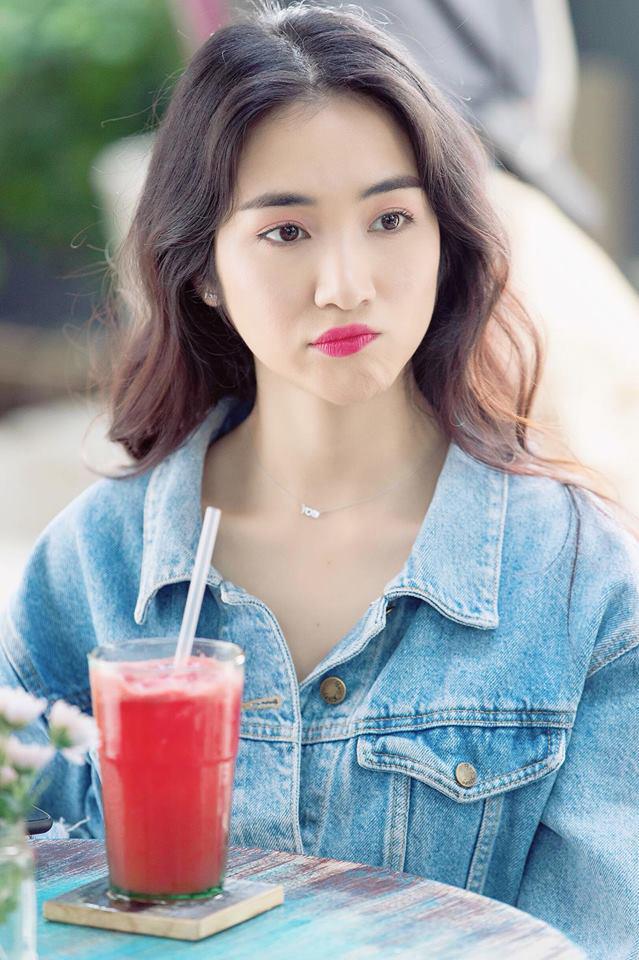 Cười bể bụng với thời trang đi ăn thịt nướng bá đạo của chị đại hoa râm bụt Hòa Minzy-8