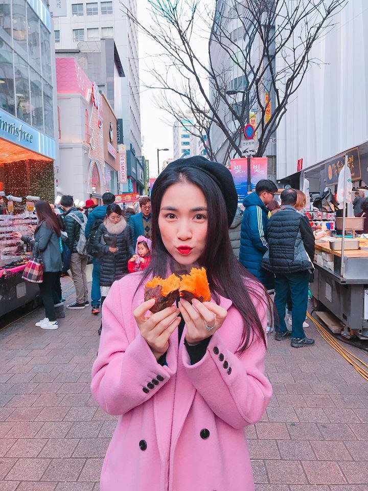 Cười bể bụng với thời trang đi ăn thịt nướng bá đạo của chị đại hoa râm bụt Hòa Minzy-5