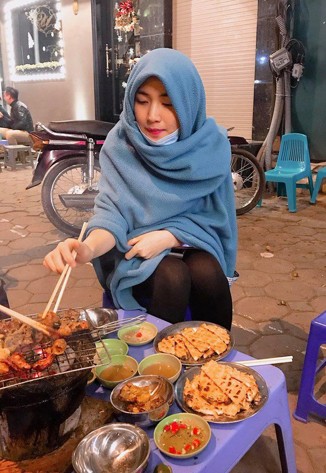 Cười bể bụng với thời trang đi ăn thịt nướng bá đạo của chị đại hoa râm bụt Hòa Minzy-1
