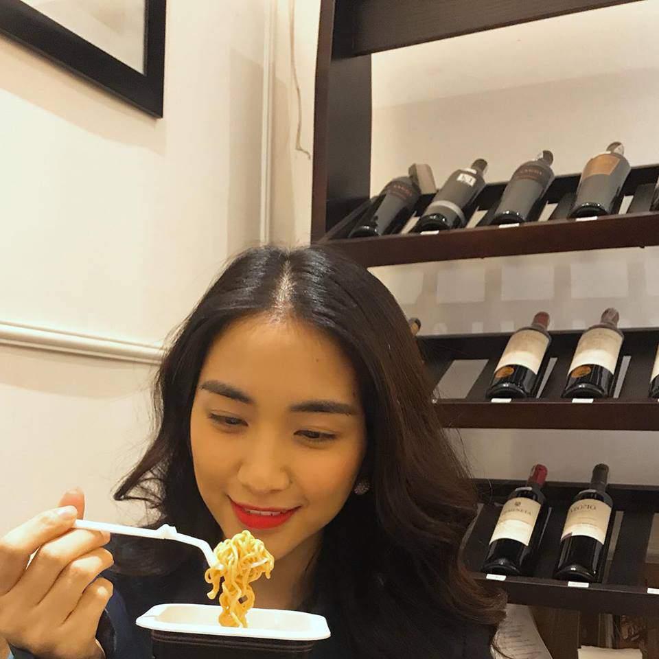 Cười bể bụng với thời trang đi ăn thịt nướng bá đạo của chị đại hoa râm bụt Hòa Minzy-7