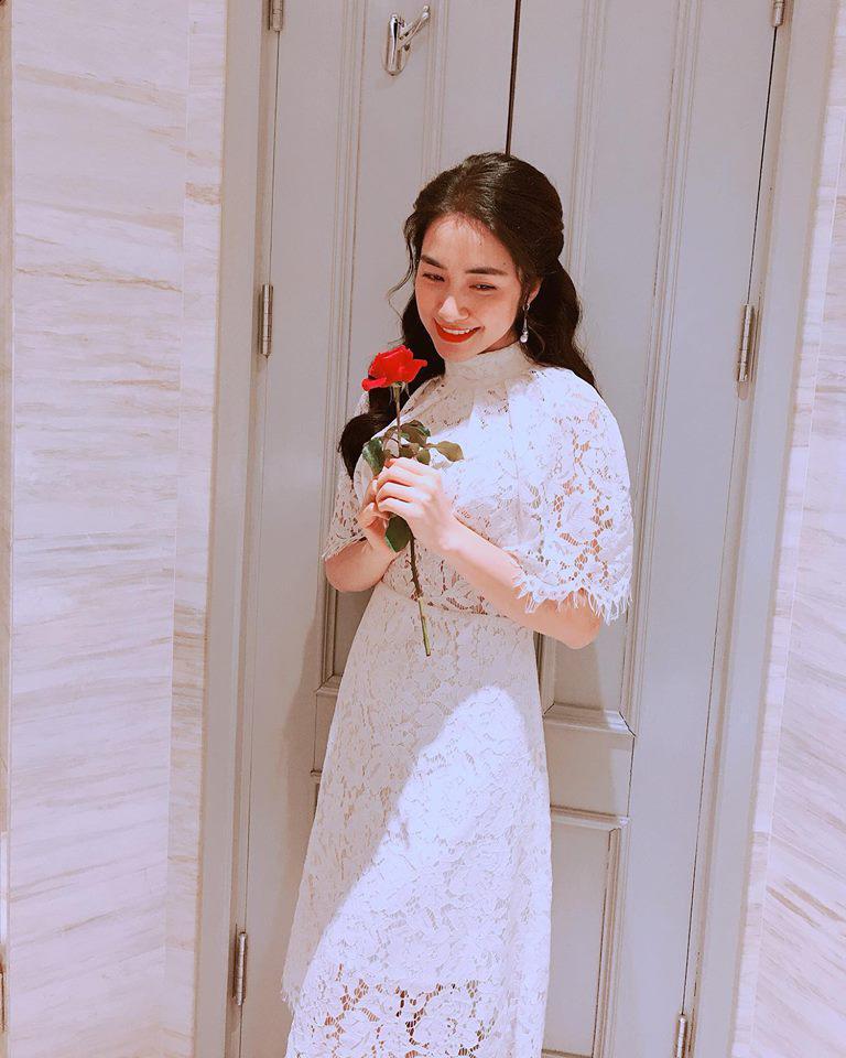 Cười bể bụng với thời trang đi ăn thịt nướng bá đạo của chị đại hoa râm bụt Hòa Minzy-11