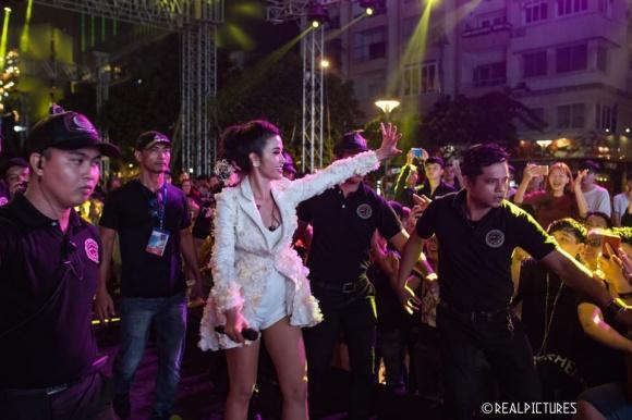 Đời tư kín tiếng của diễn viên Nguyễn Văn Tùng - người kiêm vệ sĩ bảo vệ các ngôi sao nổi tiếng-15
