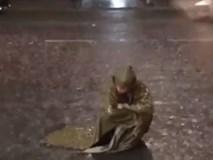 Ai hiểu được cảm giác cô đơn khi trời đang mưa tầm tã