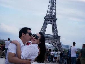 Trọng Tấn ôm hôn vợ tình tứ dưới chân tháp Eiffel