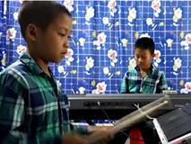 Cặp anh em nghèo chơi nhạc thần sầu ở Khánh Hòa tái xuất làm dậy sóng cộng đồng mạng