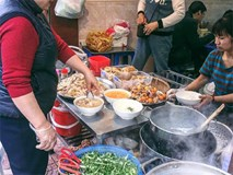 Bán món bình dân, nhưng giá cả của 5 quán ăn Hà Nội này sẽ khiến nhiều người bất ngờ khi lần đầu ghé đến