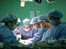 Vợ hiến nửa lá gan cứu chồng bị ung thư: