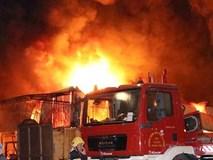 Cháy ngùn ngụt chợ Gạo ở thành phố Hưng Yên