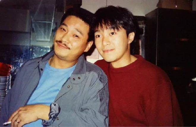 Cuộc sống ở tuổi 65 của bạn diễn Châu Tinh Trì: Già yếu cần người dìu đỡ vẫn bán mạng đóng phim nuôi gia đình-1