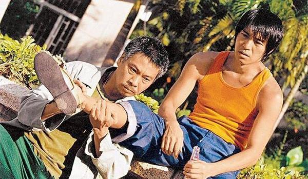 Cuộc sống ở tuổi 65 của bạn diễn Châu Tinh Trì: Già yếu cần người dìu đỡ vẫn bán mạng đóng phim nuôi gia đình-6