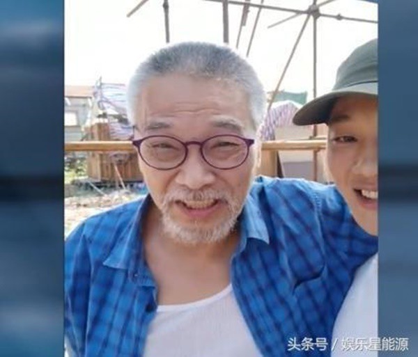 Cuộc sống ở tuổi 65 của bạn diễn Châu Tinh Trì: Già yếu cần người dìu đỡ vẫn bán mạng đóng phim nuôi gia đình-9
