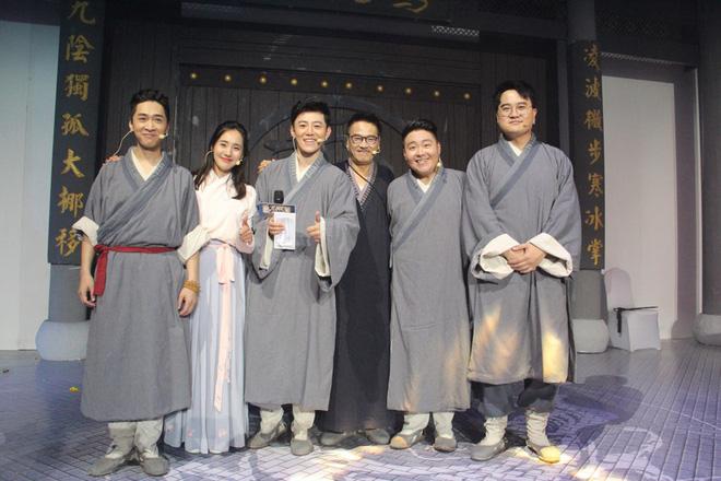 Cuộc sống ở tuổi 65 của bạn diễn Châu Tinh Trì: Già yếu cần người dìu đỡ vẫn bán mạng đóng phim nuôi gia đình-12