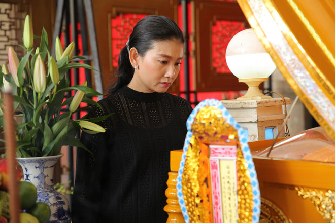 Vợ nghệ sĩ Thanh Hoàng khóc ngất trong tang lễ của chồng-7