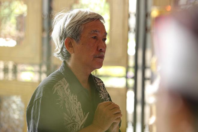 Vợ nghệ sĩ Thanh Hoàng khóc ngất trong tang lễ của chồng-8