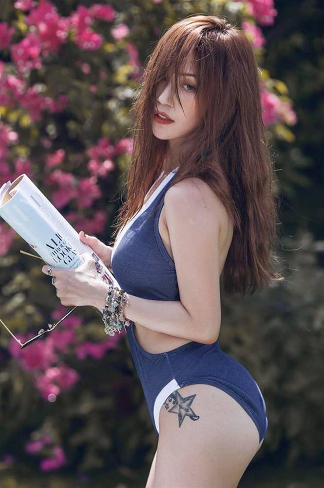 Nhờ 4 kiểu chụp hình này mà Lily Maymac dù bé xíu nhưng nhìn vẫn siêu sexy