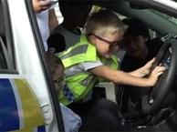 Cậu bé 5 tuổi gọi điện tới đồn cảnh sát để... mời dự sinh nhật, các sĩ quan cũng chẳng ngại gì mà không đến