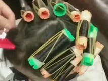 Bé 6 tuổi sốt cao, bác sĩ phán bạch cầu vì mẹ ham nhuộm tóc con để bán hàng online