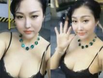 Phi Thanh Vân tung clip khoe vòng 1 gợi cảm, chụp hình bên trai lạ