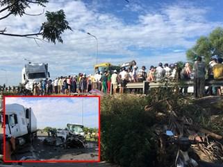 Xe rước dâu gặp tai nạn, 13 người chết