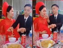 Chú rể ga lăng xé từng miếng thịt cho cô dâu
