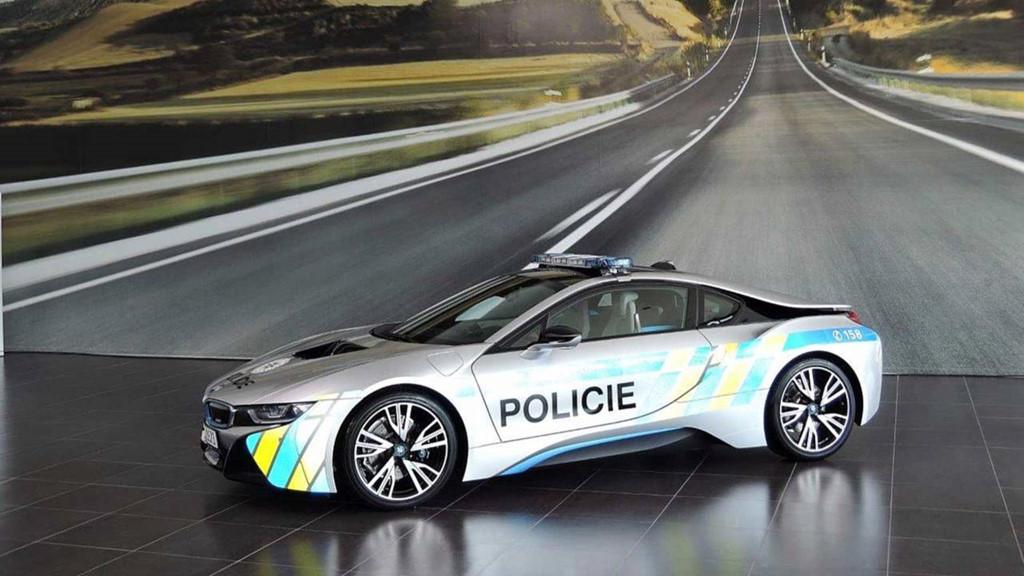 Những chiếc ôtô cảnh sát đẹp hơn xe của dân chơi-2