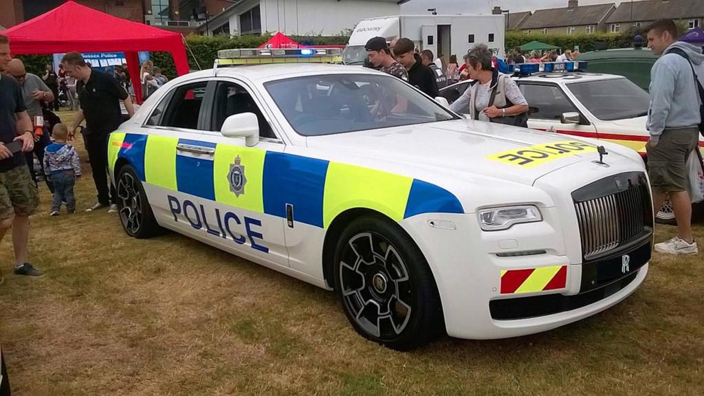 Những chiếc ôtô cảnh sát đẹp hơn xe của dân chơi-6