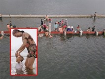 Nước vừa rút lại lên, người già trẻ nhỏ tiếp tục ùa ra đường tỉnh lộ vô tư bơi lội khi phương tiện bị cấm lưu thông