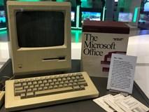 Ý nghĩa cảm động đằng sau chiếc máy tính đầu tiên của Apple được Bill Gates vinh danh tại trụ sở Microsoft