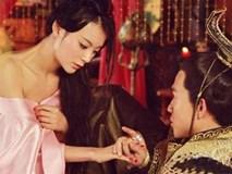 Hoàng đế dâm loạn một cách quái đản, bắt vợ khoả thân cho thiên hạ cùng chiêm ngưỡng