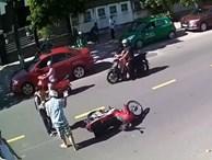 Khách 'Tây' đẩy, chửi cậu học sinh sang đường không quan sát
