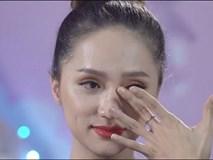 Hoa hậu chuyển giới Hương Giang khóc nức nở vì nỗi niềm