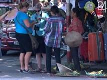 50 USD/kg mận: Chuyện không tưởng ở phố cổ khiến khách Tây đắng miệng