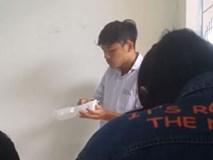 Ăn vụng trong lớp, nam sinh bị thầy giáo phát hiện và cách