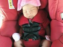 Thanh Thảo khoe ảnh con gái cứng cáp, ngồi ghế an toàn đi chơi cuối tuần khi mới hai tuần tuổi