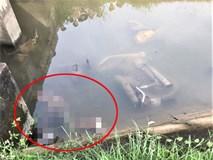 Phát hiện thi thể 2 nam thanh niên cùng xe máy dưới kênh